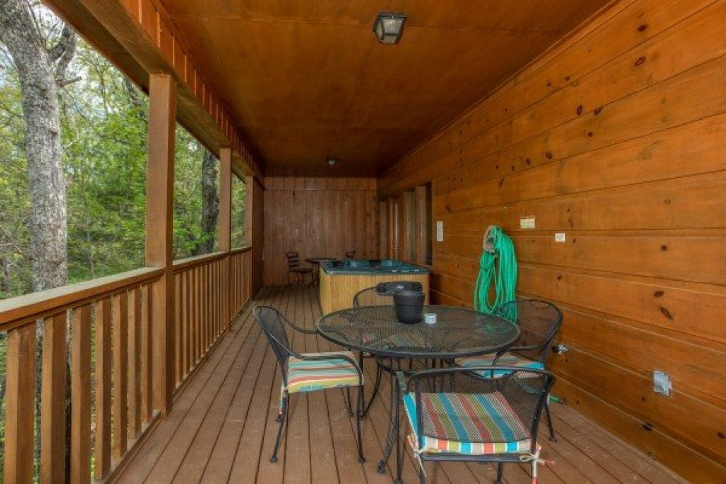 Photo of a Pigeon Forge Cabin named Hillside Haven - This is the thirteenth photo in the set.