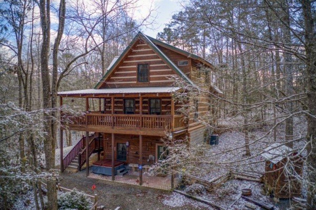 Photo of a Gatlinburg Cabin named Sassafras Lodge - This is the twenty-eighth photo in the set.