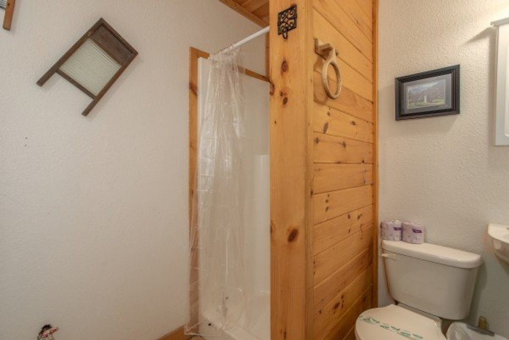 Photo of a Gatlinburg Cabin named Sassafras Lodge - This is the twenty-fourth photo in the set.