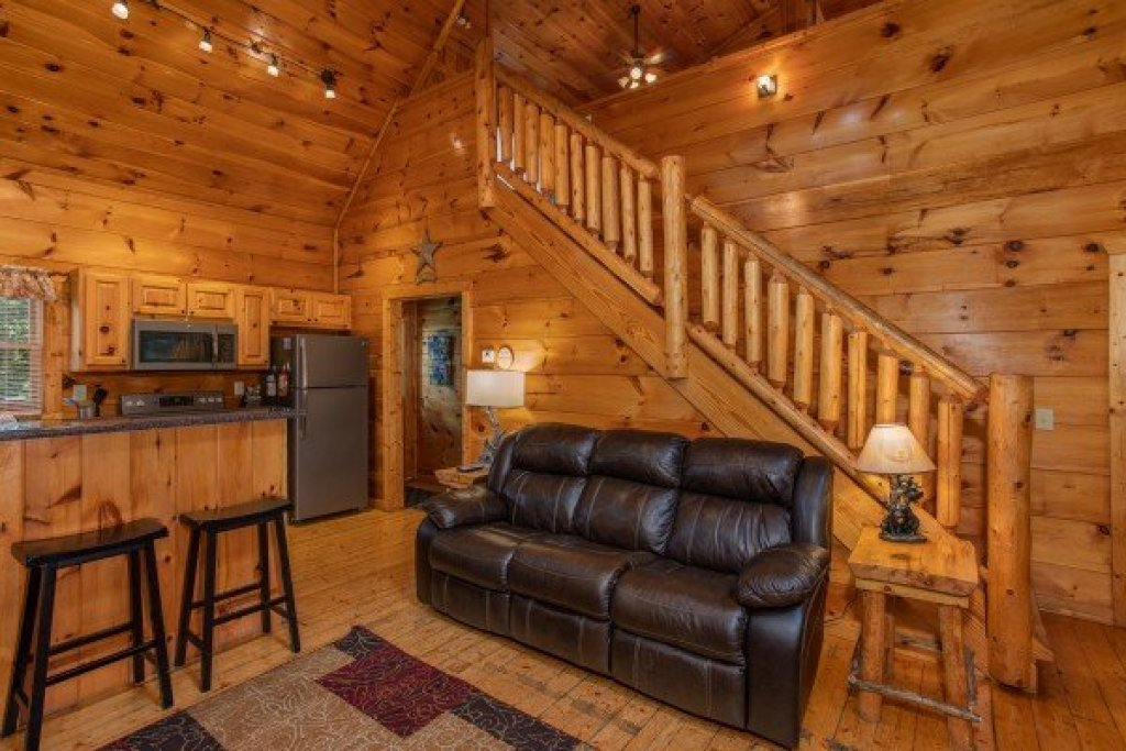Photo of a Gatlinburg Cabin named Mountain Life - This is the fourth photo in the set.