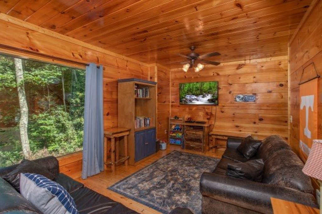 Photo of a Gatlinburg Cabin named Mountain Life - This is the eighteenth photo in the set.