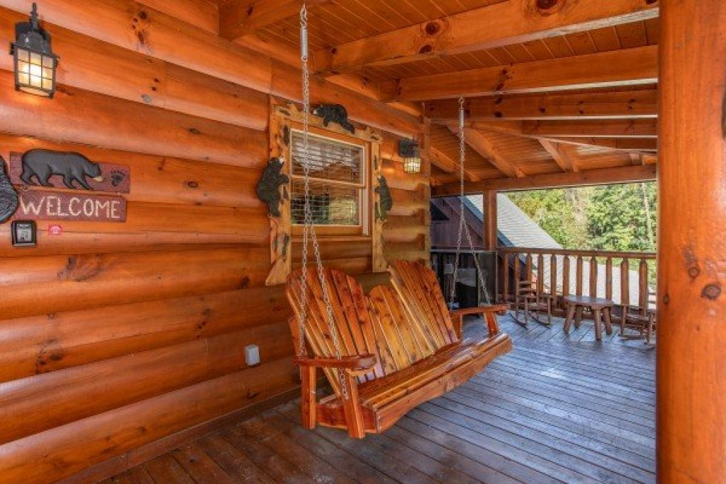 Photo of a Sevierville Cabin named Bear's Eye View - This is the second photo in the set.