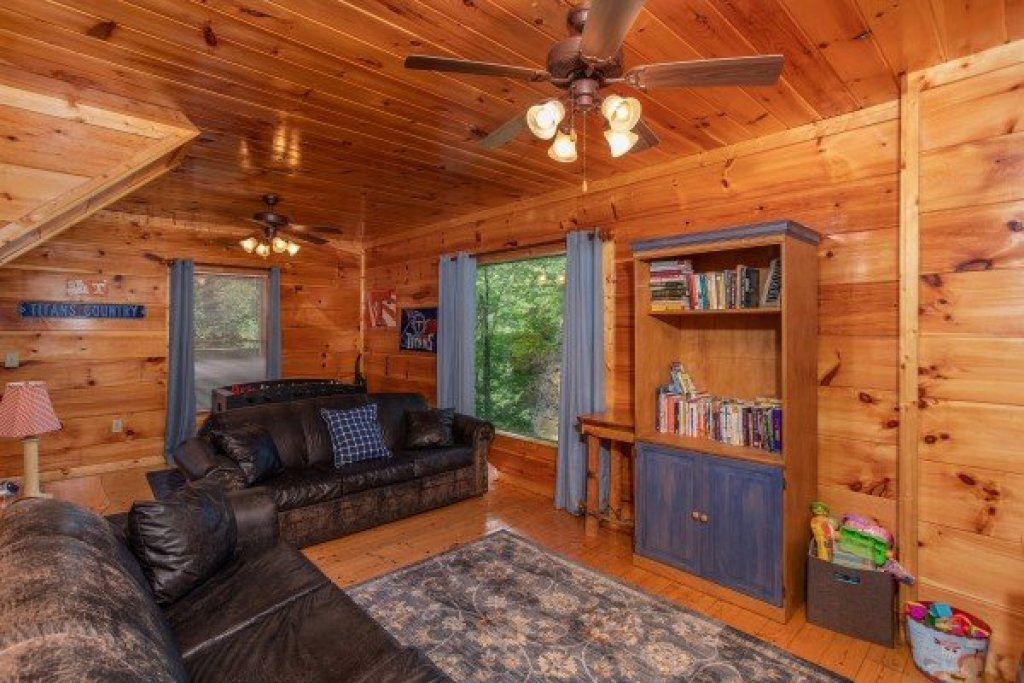 Photo of a Gatlinburg Cabin named Mountain Life - This is the nineteenth photo in the set.
