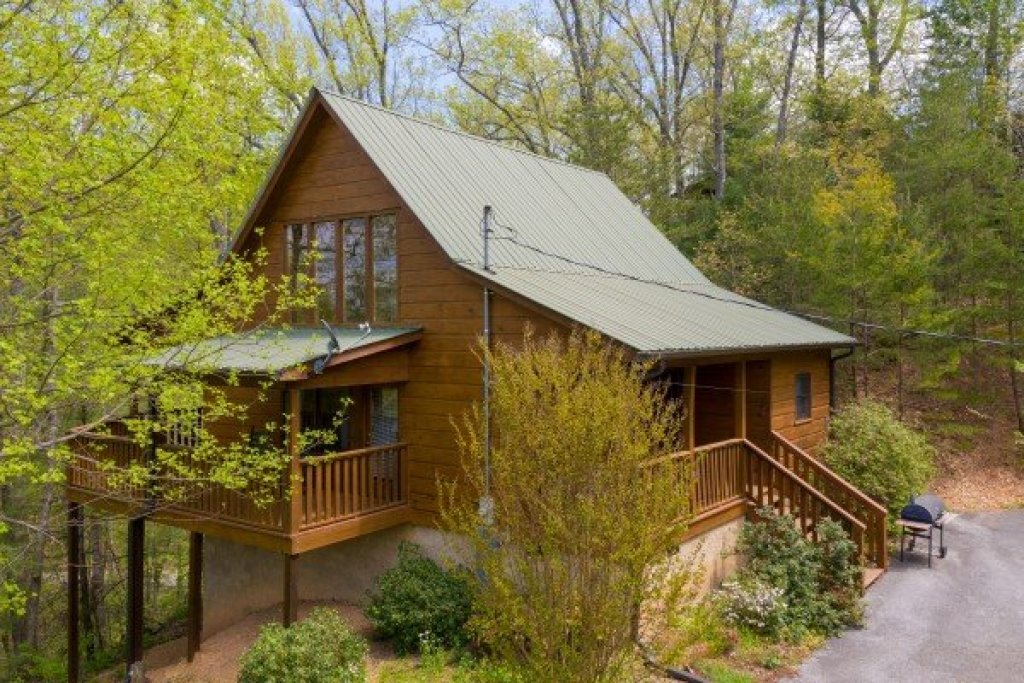 Photo of a Pigeon Forge Cabin named Hillside Haven - This is the first photo in the set.