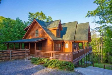 4 Bedroom, 4 Bath, Custom Crafted Luxury Cabin For 15, Very Secluded In A Resort