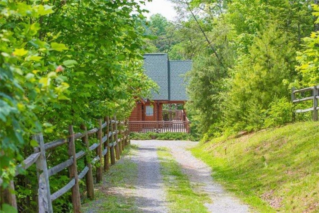 Photo of a Sevierville Cabin named Nature's Paradise - This is the second photo in the set.