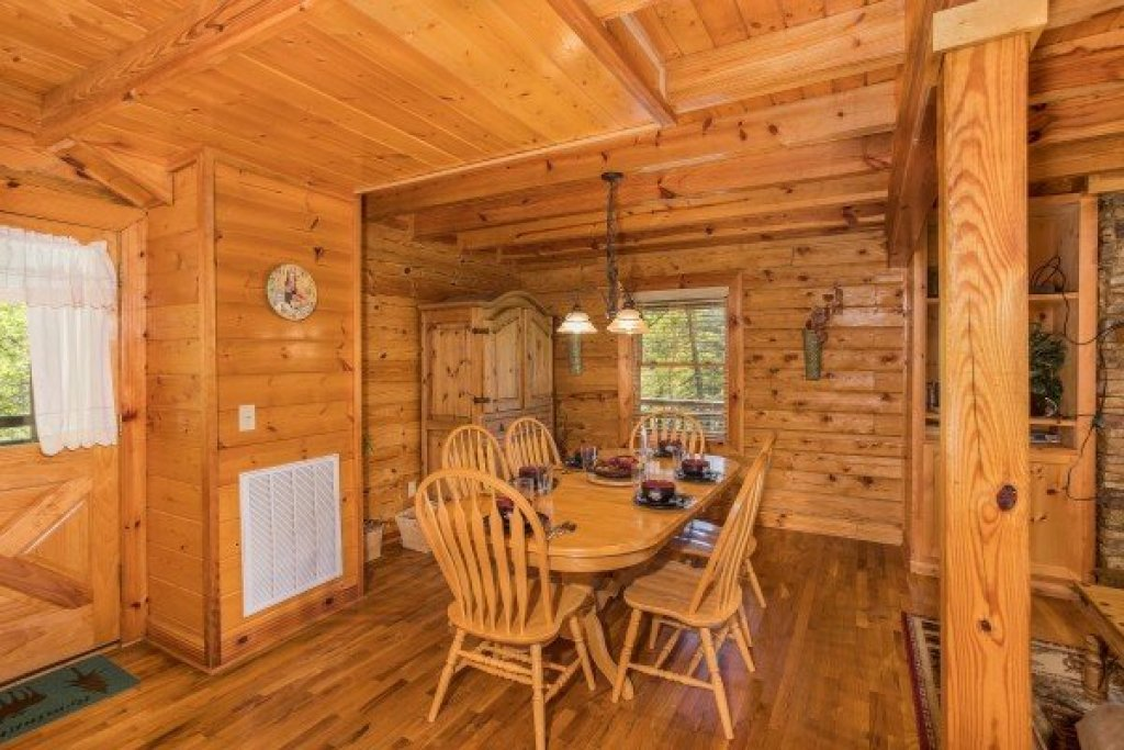 Photo of a Sevierville Cabin named Nature's Paradise - This is the sixth photo in the set.