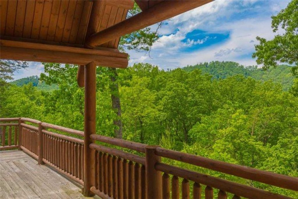 Photo of a Sevierville Cabin named Nature's Paradise - This is the fourteenth photo in the set.
