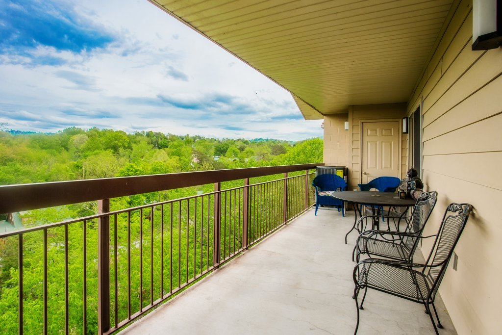 Photo of a Pigeon Forge Condo named Cedar Lodge 701 - This is the twenty-first photo in the set.