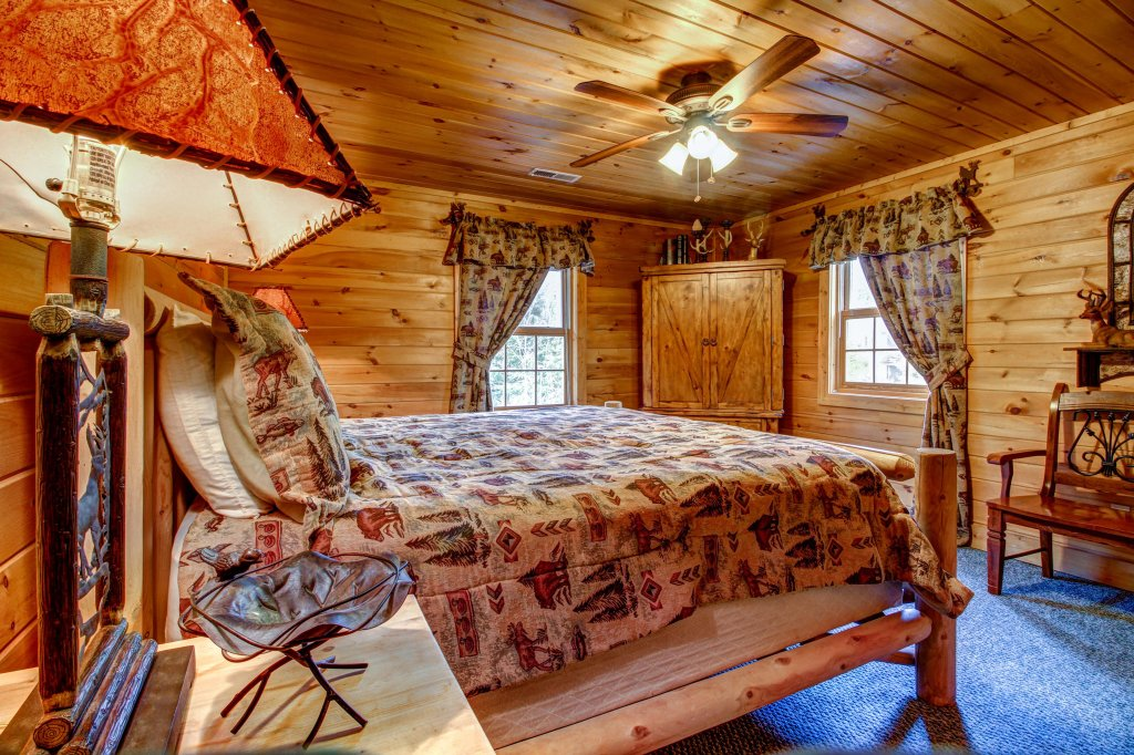 Photo of a Sevierville Cabin named Mystic Falls Lodge Cabin - This is the sixteenth photo in the set.