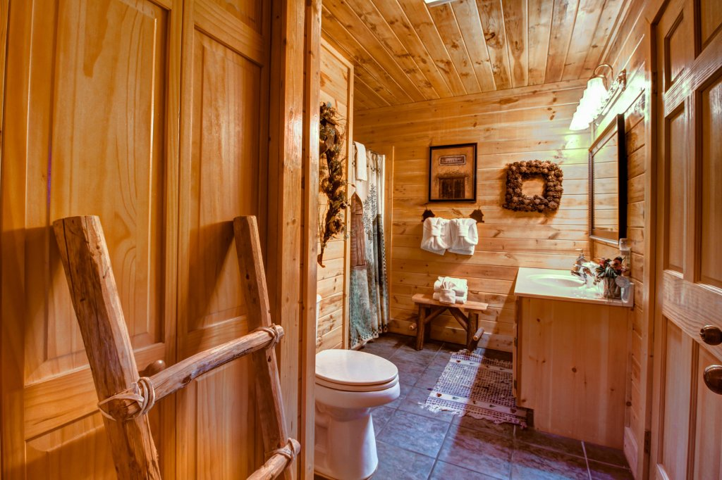 Photo of a Sevierville Cabin named Mystic Falls Lodge Cabin - This is the twenty-third photo in the set.