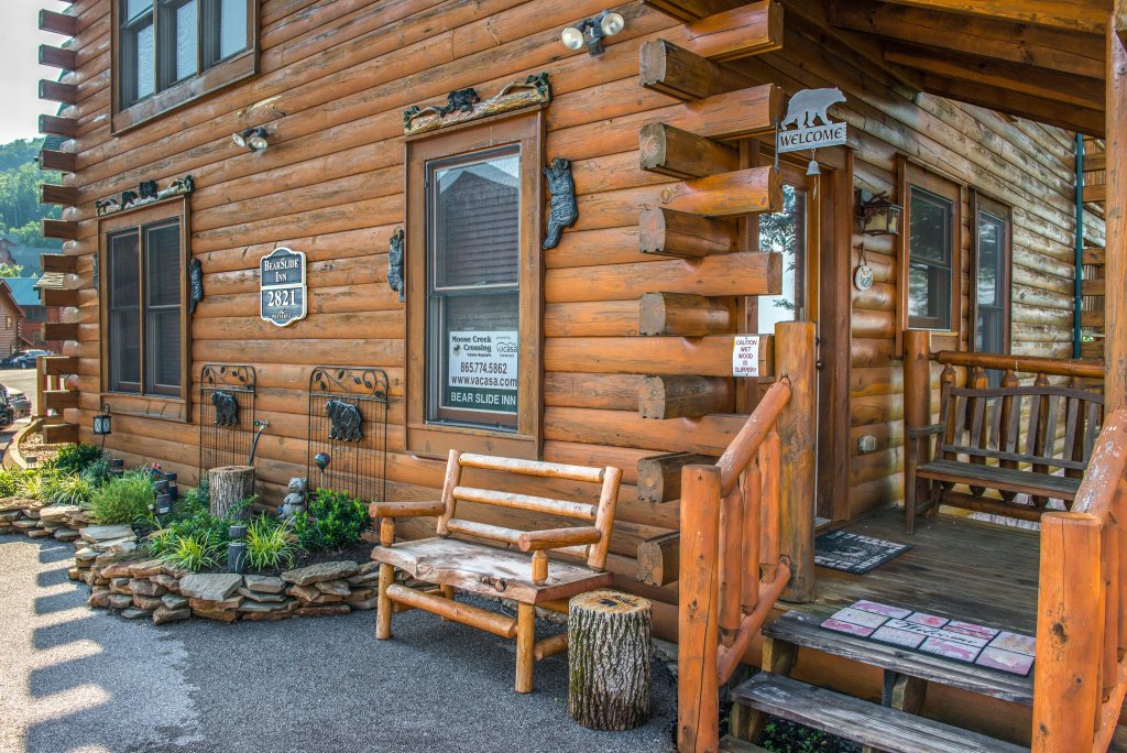 Photo of a Sevierville Cabin named Bearslide Inn Cabin - This is the fifth photo in the set.