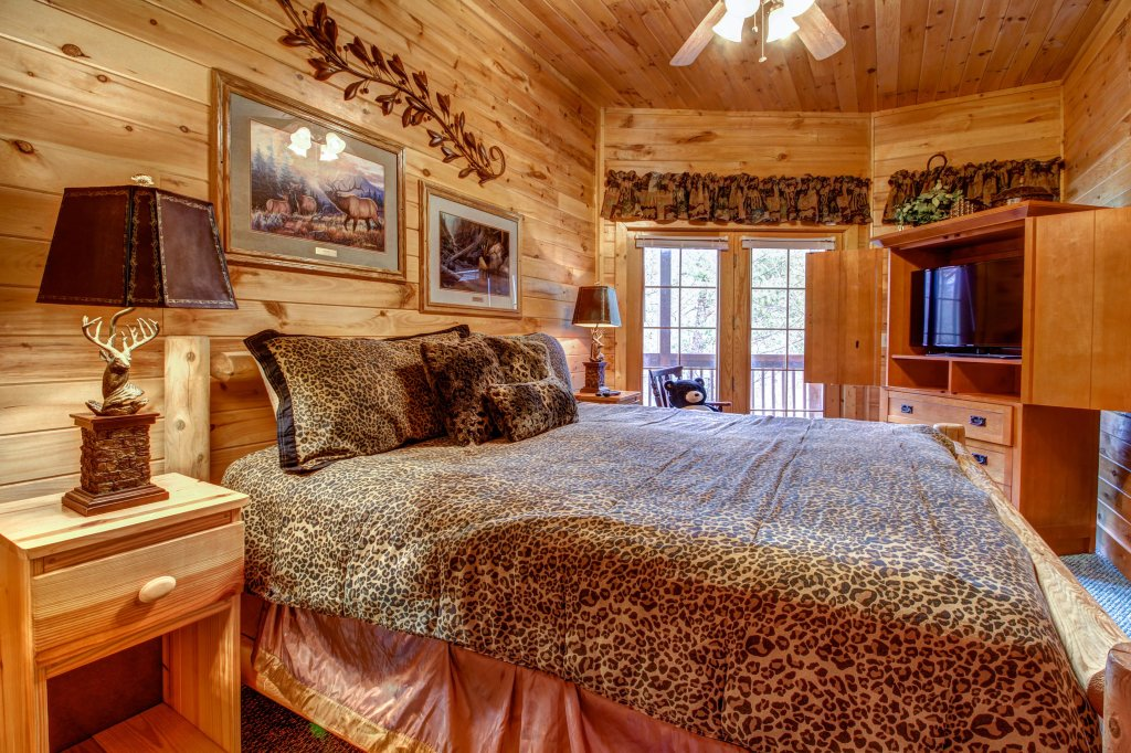 Photo of a Sevierville Cabin named Mystic Falls Lodge Cabin - This is the fourteenth photo in the set.