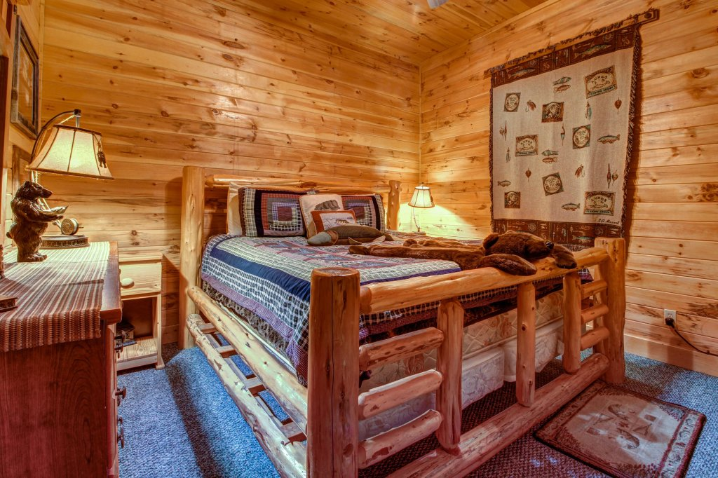 Photo of a Sevierville Cabin named Mystic Falls Lodge Cabin - This is the twenty-first photo in the set.