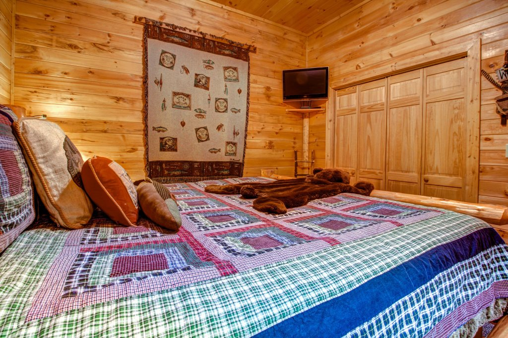 Photo of a Sevierville Cabin named Mystic Falls Lodge Cabin - This is the twenty-second photo in the set.