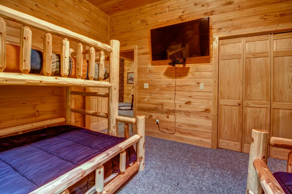 Photo of a Sevierville Cabin named Mystic Falls Lodge Cabin - This is the eighteenth photo in the set.