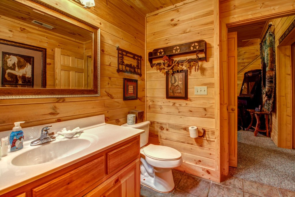 Photo of a Sevierville Cabin named Mystic Falls Lodge Cabin - This is the nineteenth photo in the set.