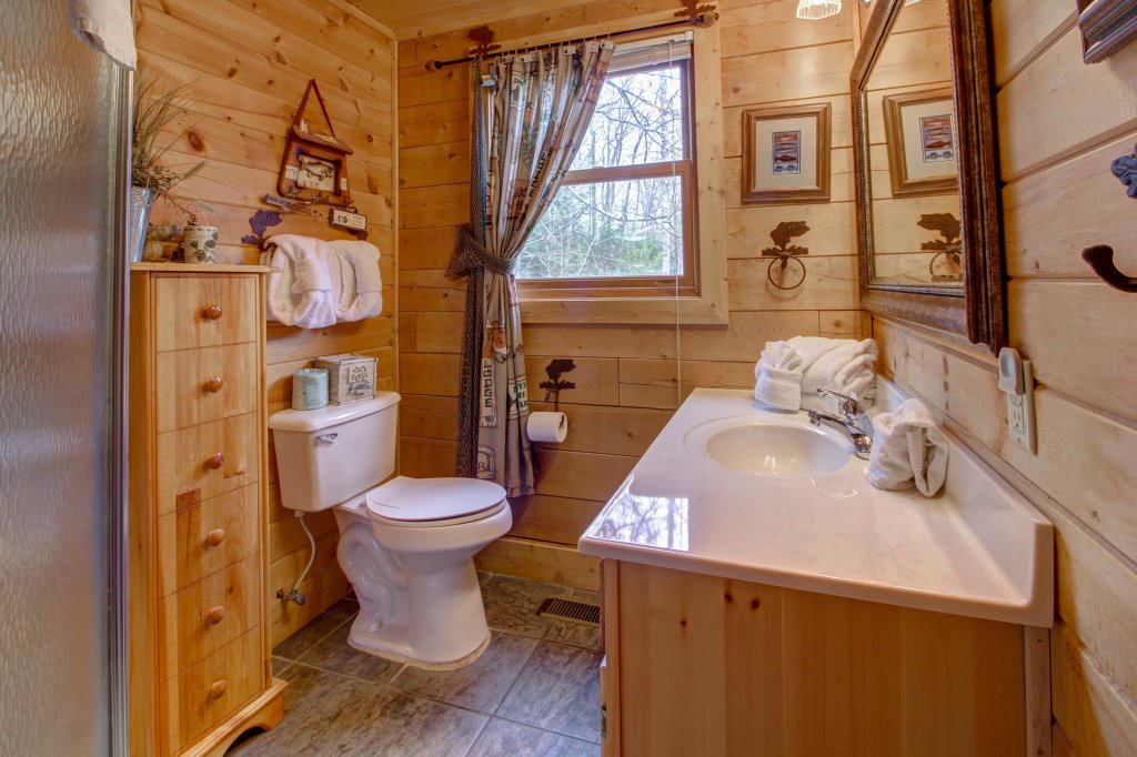 Photo of a Sevierville Cabin named Mystic Falls Lodge Cabin - This is the thirty-first photo in the set.