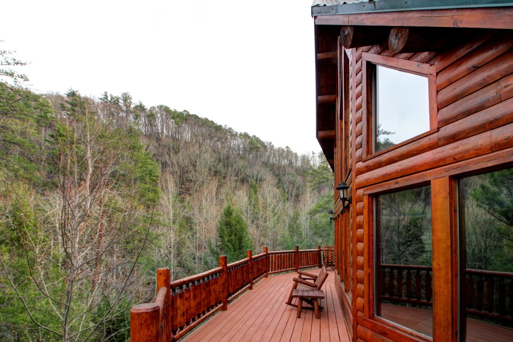 Photo of a Sevierville Cabin named Mystic Falls Lodge Cabin - This is the forty-second photo in the set.