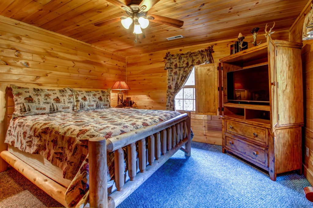 Photo of a Sevierville Cabin named Mystic Falls Lodge Cabin - This is the thirty-third photo in the set.
