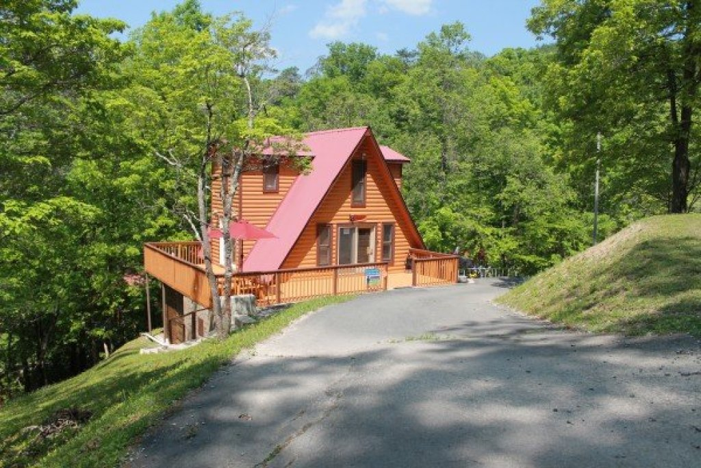 Photo of a Pigeon Forge Cabin named Smokey Max Chalet - This is the first photo in the set.