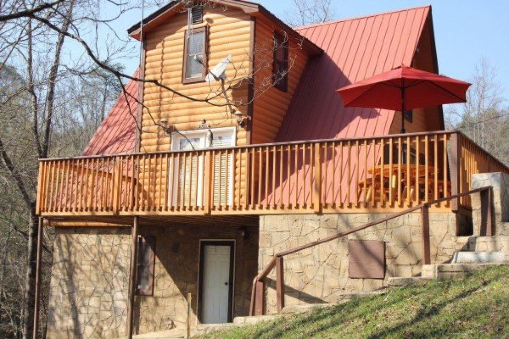 Photo of a Pigeon Forge Cabin named Smokey Max Chalet - This is the third photo in the set.