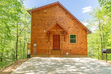 2 Bedroom, 2.5 Bath, Very Secluded Luxury Cabin For 8 With A Hot Tub & Games.