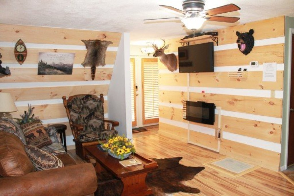Photo of a Pigeon Forge Cabin named Smokey Max Chalet - This is the eighth photo in the set.