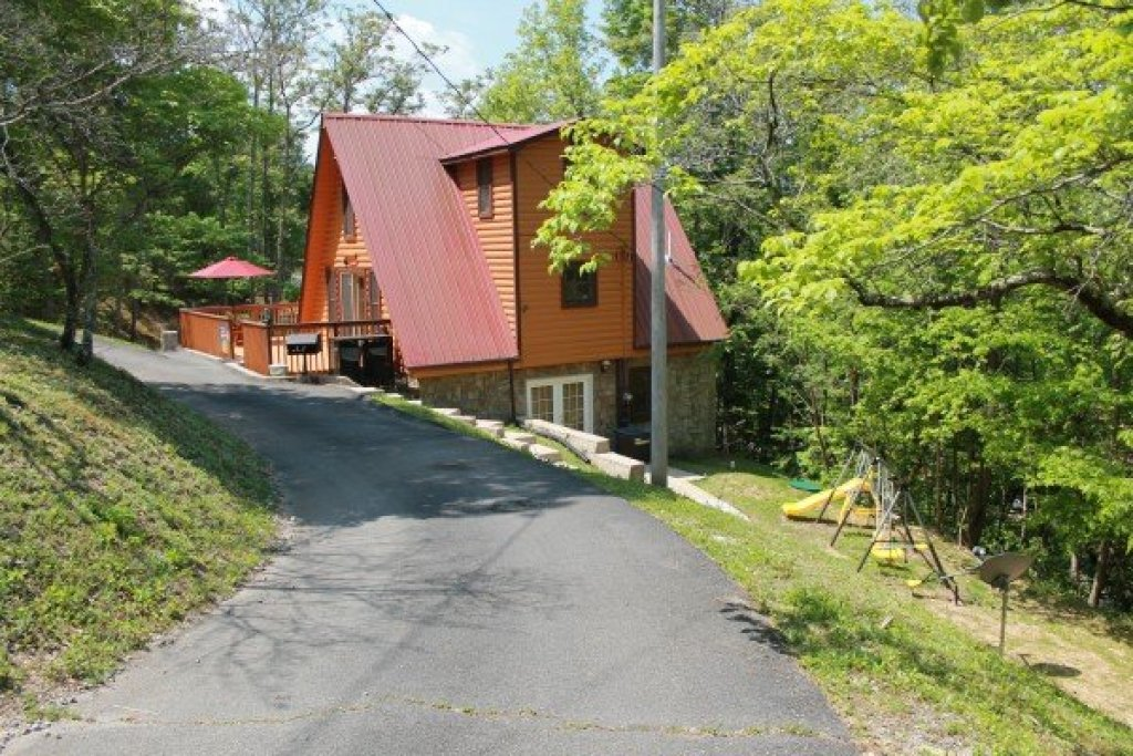 Photo of a Pigeon Forge Cabin named Smokey Max Chalet - This is the fourth photo in the set.