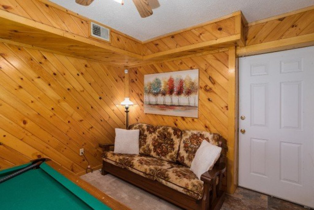 Photo of a Pigeon Forge Cabin named Smokey Max Chalet - This is the sixteenth photo in the set.