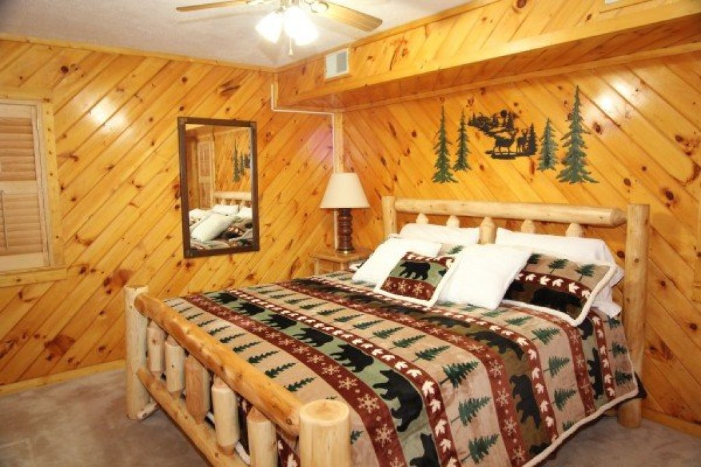 Photo of a Pigeon Forge Cabin named Smokey Max Chalet - This is the seventeenth photo in the set.