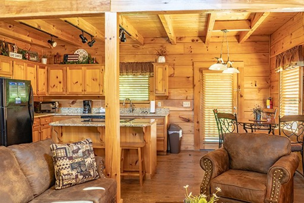 Photo of a Pigeon Forge Cabin named Livin' Simple - This is the eighth photo in the set.