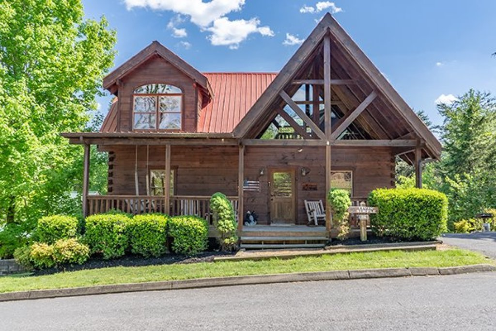 Photo of a Pigeon Forge Cabin named Livin' Simple - This is the first photo in the set.