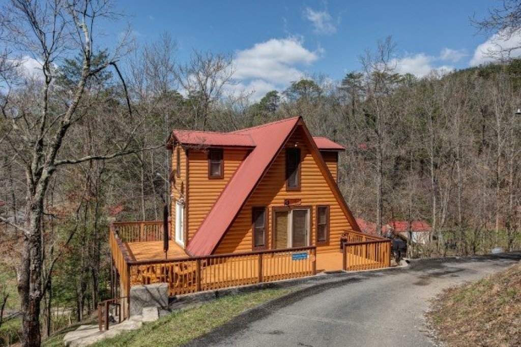 Photo of a Pigeon Forge Cabin named Smokey Max Chalet - This is the thirty-fourth photo in the set.