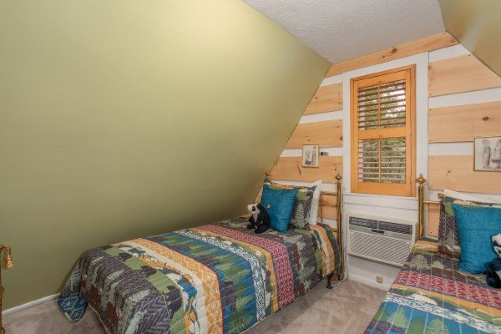 Photo of a Pigeon Forge Cabin named Smokey Max Chalet - This is the twenty-second photo in the set.