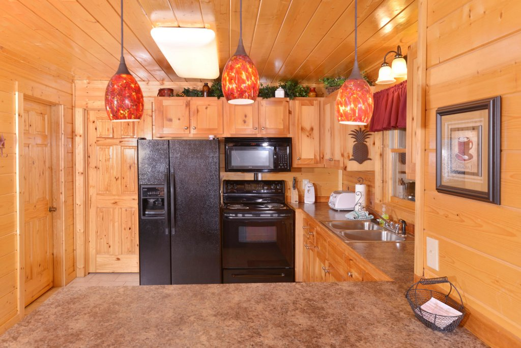 Photo of a Pigeon Forge Cabin named Whispering Creek #302 - This is the fifth photo in the set.