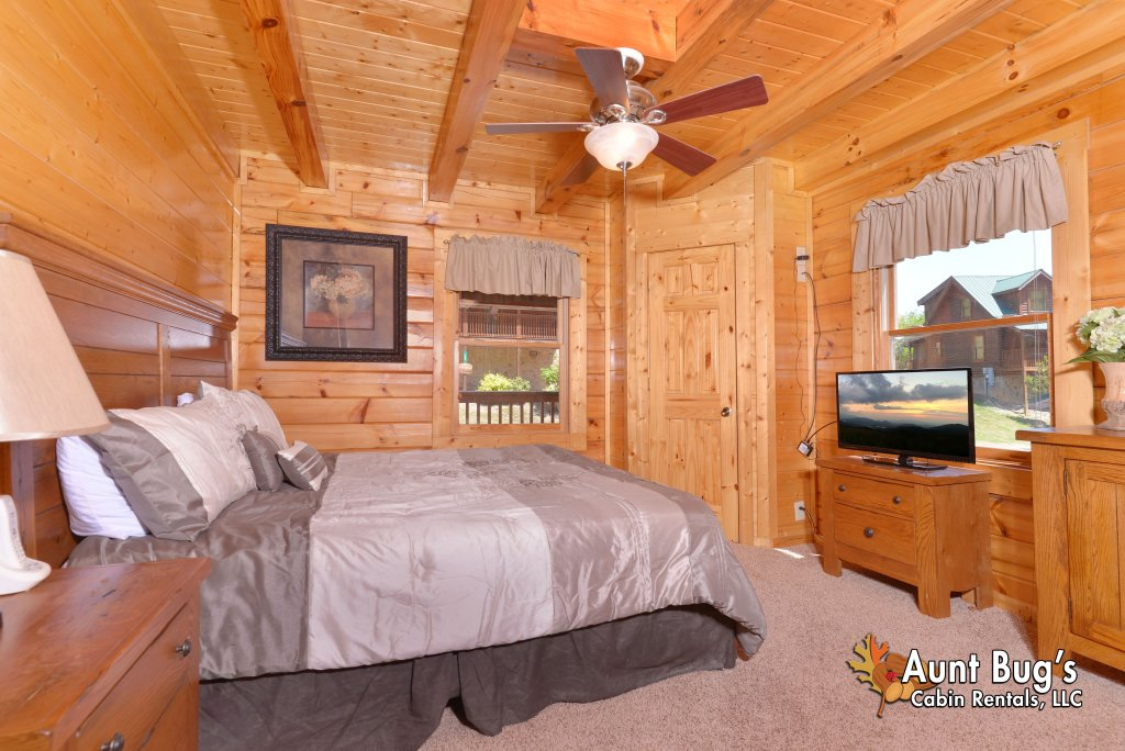 Photo of a Pigeon Forge Cabin named Whispering Creek #302 - This is the thirty-first photo in the set.