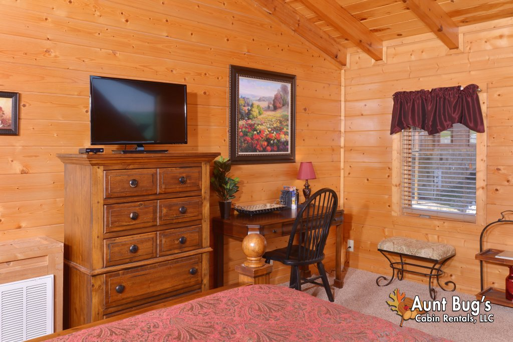 Photo of a Pigeon Forge Cabin named Whispering Creek #302 - This is the thirty-third photo in the set.