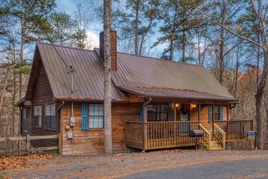 1 Bedroom, 1 Bath, Single Level Cabin, Easy To Access And Close To Pigeon Forge.