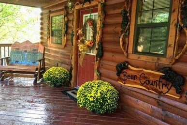 A 2 Bedroom, 2 Bath, Deluxe Cabin For 8. No Mountain Roads, Close To Dollywood.