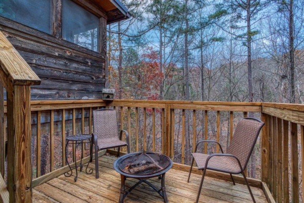 Photo of a Sevierville Cabin named Hillside Hideaway - This is the eleventh photo in the set.