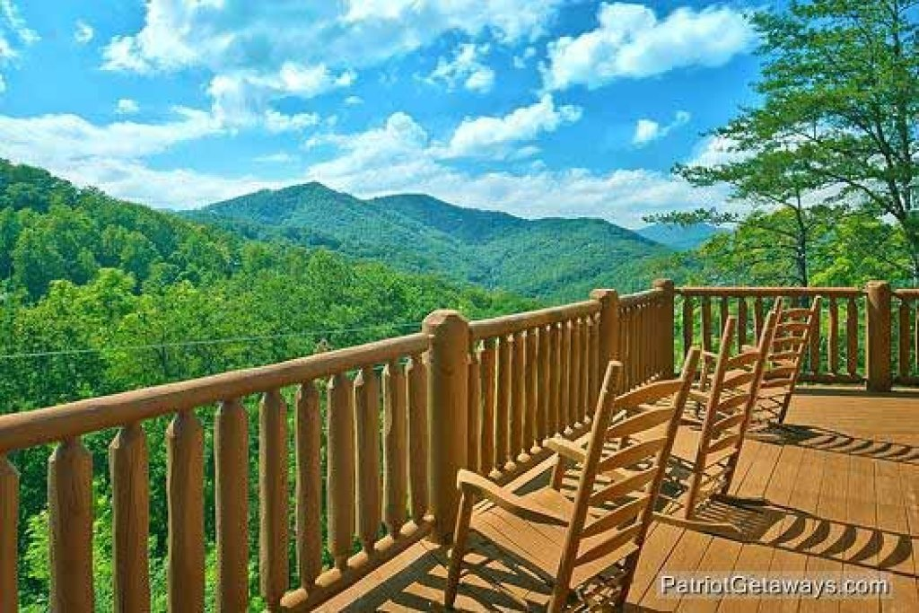 Photo of a Sevierville Cabin named Tennessee Dreamer - This is the first photo in the set.