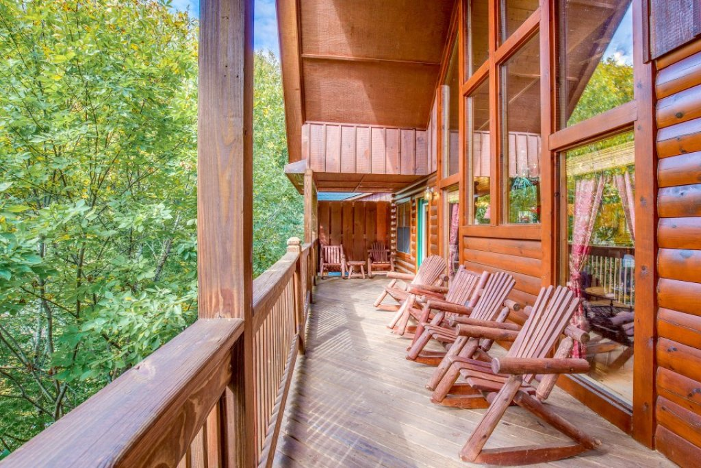 Photo of a Sevierville Cabin named Simple Elegance - This is the third photo in the set.