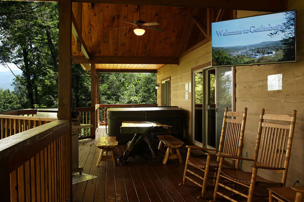 Photo of a Sevierville Cabin named Riversound Romance - This is the eighteenth photo in the set.