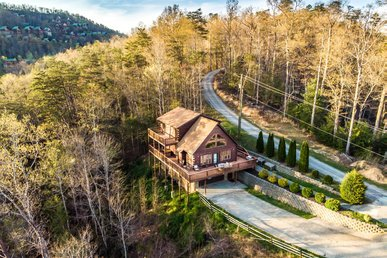 Sprawling mountain views and all the comforts of home
