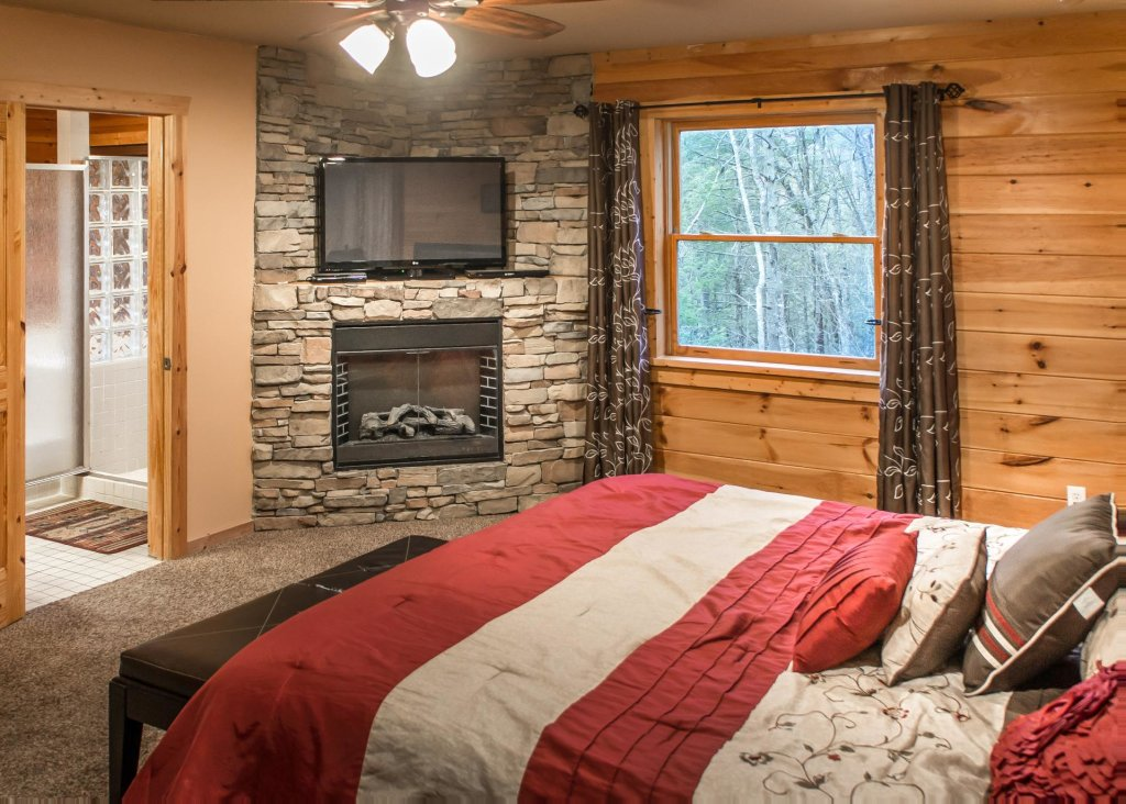 Photo of a Pigeon Forge Chalet named Birchwood Lodge - This is the tenth photo in the set.