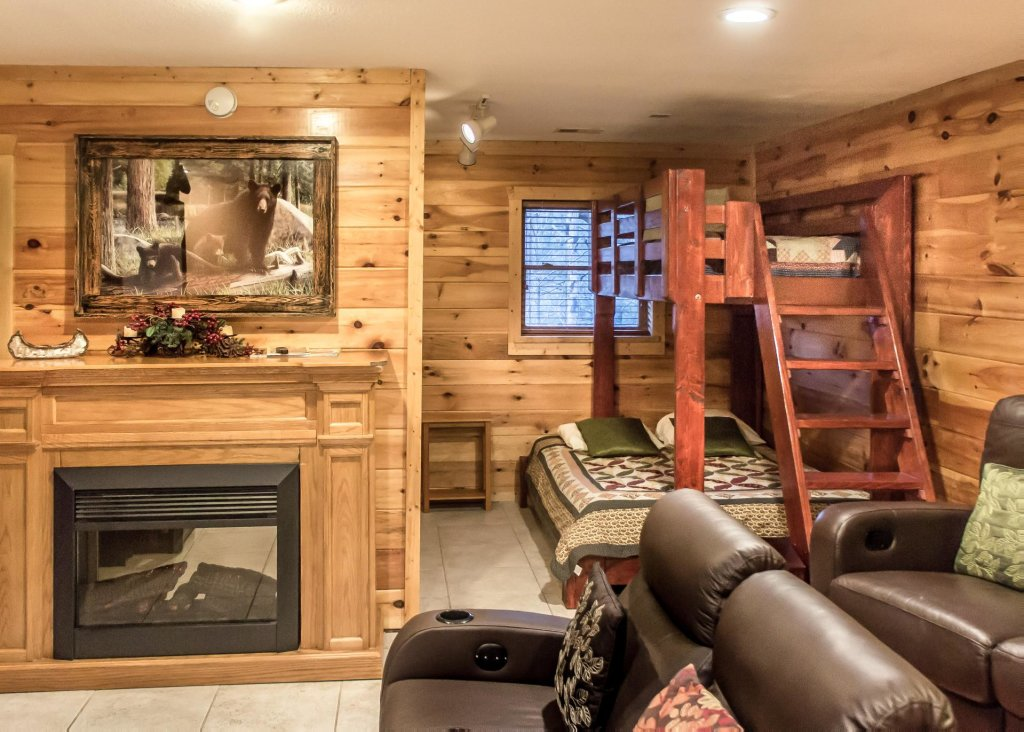 Photo of a Pigeon Forge Chalet named Birchwood Lodge - This is the seventeenth photo in the set.