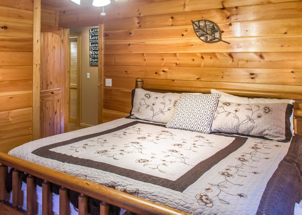Photo of a Pigeon Forge Chalet named Birchwood Lodge - This is the fourteenth photo in the set.