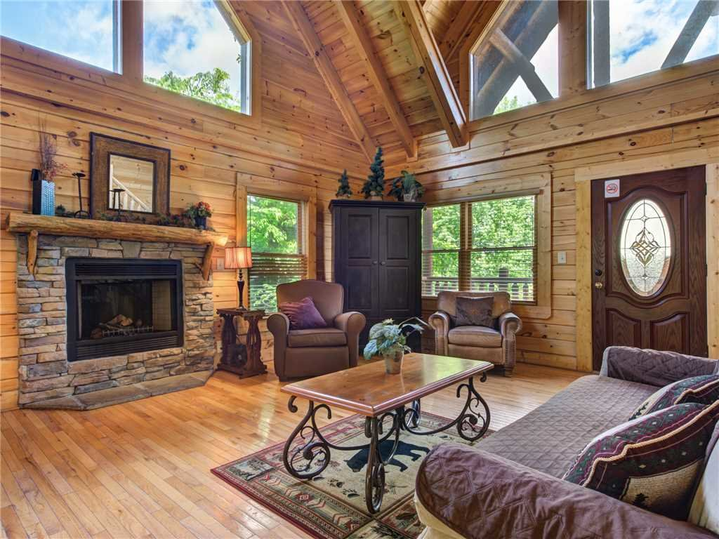 Photo of a Pigeon Forge Cabin named Topsy - This is the first photo in the set.
