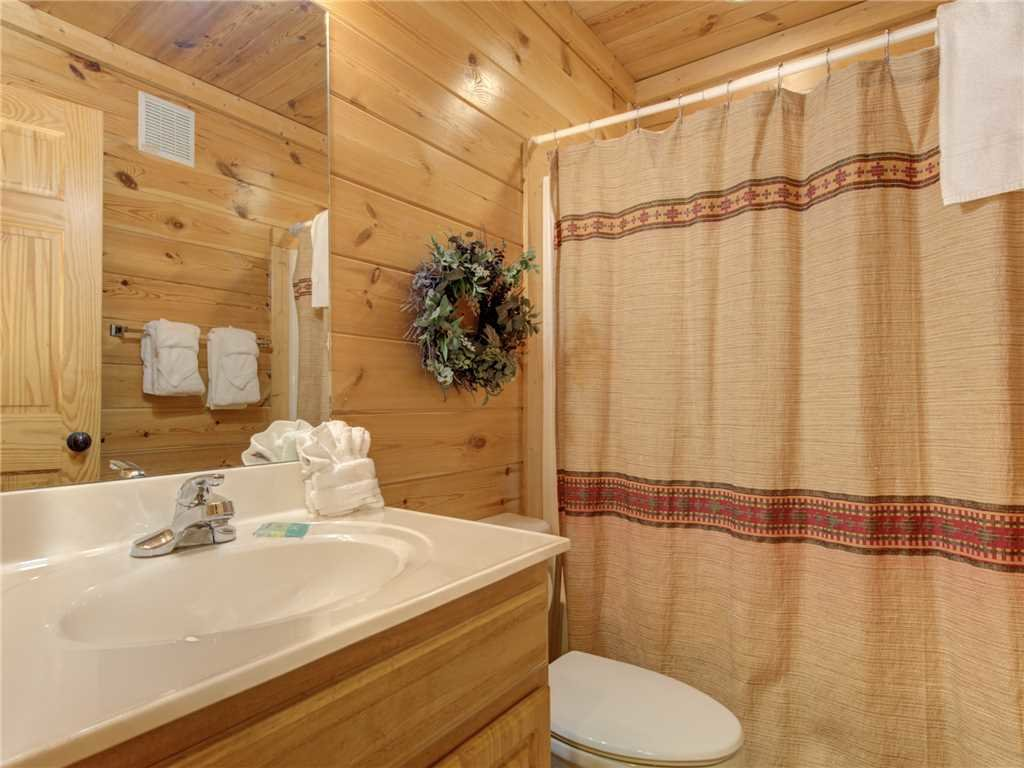 Photo of a Pigeon Forge Cabin named Topsy - This is the fourteenth photo in the set.
